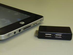 USB兼Ethernetコネクタ