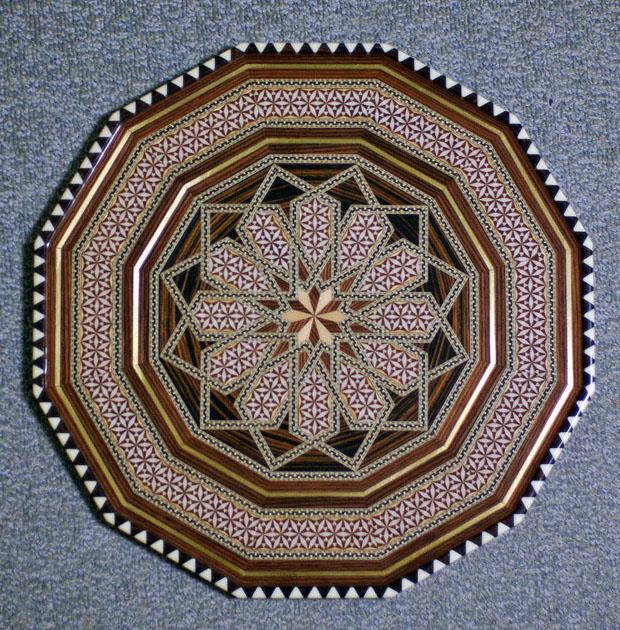 イスラム文様の壁掛け イスラム文様の壁掛けです。グラナダのアルハンブラ宮殿内のお店で購入しまし.