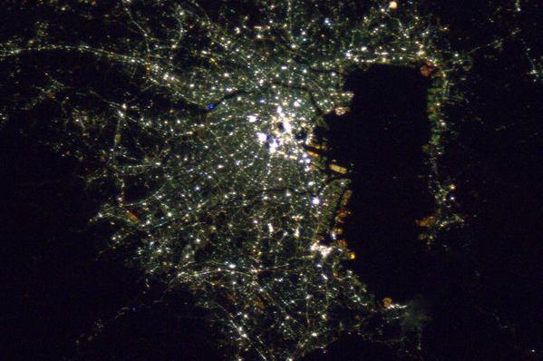 Brilliant city lights over Tokyo, Japan. on Twitpic