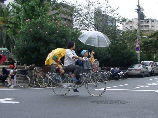 Una escena cotidiana. www.ne.jp/asahi/miino/inoue