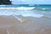 荒波渦巻くKata Beach:クリックで拡大
