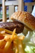 肉厚なパテが食欲をそそる:クリックで拡大
