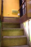 地下室への階段:クリックで拡大