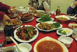 数々の四川料理が並ぶ:クリックで拡大